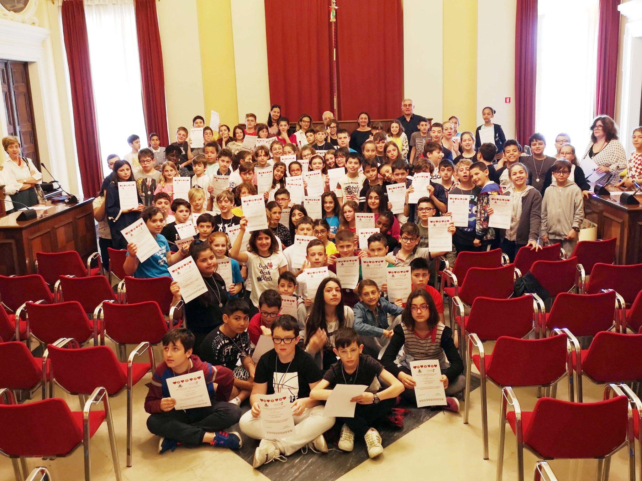 foto di gruppo di tutti gli studenti che hanno partecipato agli incontri
